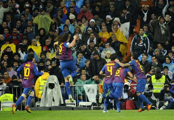 El Barcelona vence al Real Madrid a domicilio (1-3). / AFP