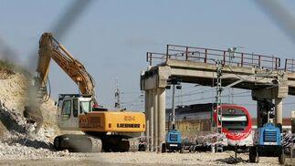Imagen que presentaba ayer por la mañana el puente, tras los trabajos nocturnos de desmontaje./ PASCUAL  Foto: Pascual