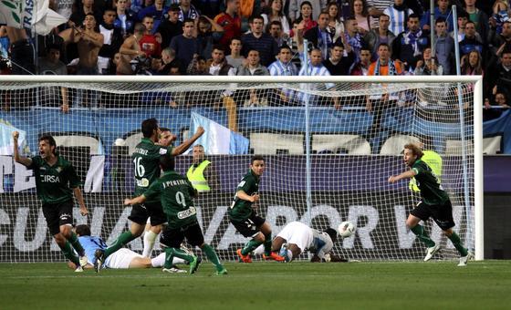 El Betis vence al Málaga en La Rosaleda (0-2). / Migue Fernández