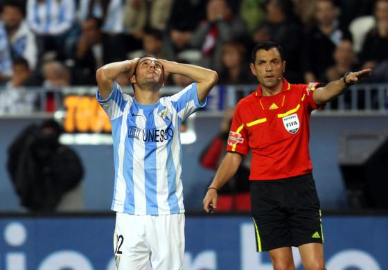Cazorla se desespera con su equipo en desventaja. / Migue Fernández