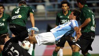 Van Nistelrooy no acierta a rematar ante Fabricio. / Migue Fernández