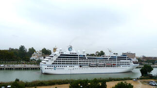 El buque 'Azamara Quest' en Sevilla.  Foto: N.O.T.