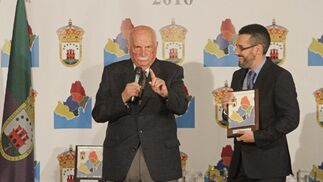 José Cabello, del Banco de Alimentos, y Juan Franco, alcalde linense.  Foto: Erasmo Fenoy