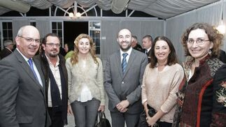 Representantes de empresarios gaditanos, la AGI y responsables de las centrales sindicales en la comarca.   Foto: Erasmo Fenoy