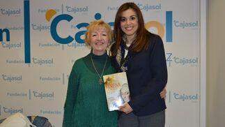 Juana María Blanco con la autora del libro.   Foto: Ignacio Casas de Ciria