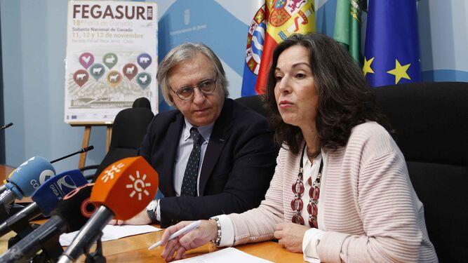 Francisco Camas y Maribel Peinado, ayer durante la presentación de Fegasur.