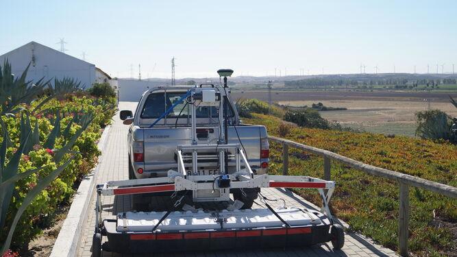 El equipo motorizado StreamX en el poblado de Doña Blanca.