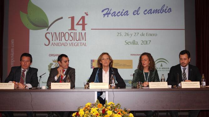 En la imagen, un momento de la inauguración de Symposium, que estuvo presidido por la consejera de Agricultura de la Junta de Andalucía, Carmen Ortiz.