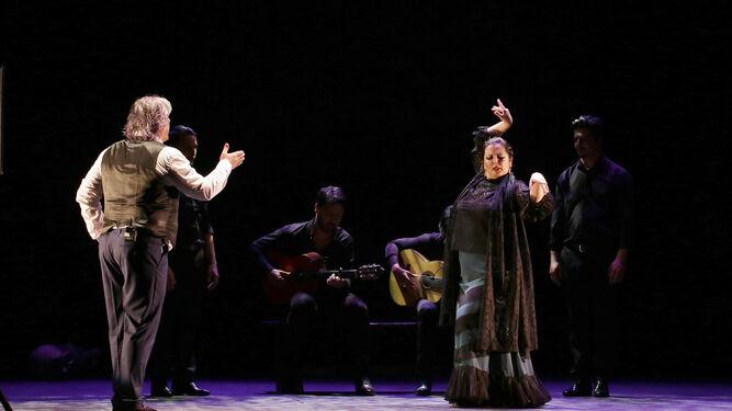 María del Mar Moreno baila al cante por soleá de Antonio Malena, en un derroche de arte.