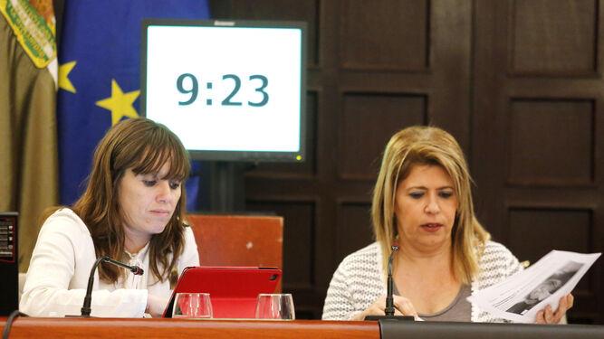 Laura Álvarez y Mamen Sánchez, durante la sesión celebrada ayer.