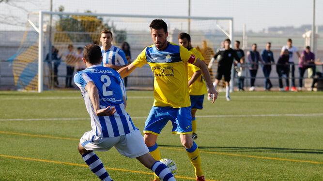 Julio, capitán del El Torno y exindustrialista, anotó los dos goles para su equipo.