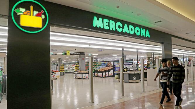 Aspecto exterior e interior del nuevo Mercadona visto desde los pasillos del CC. Área Sur.