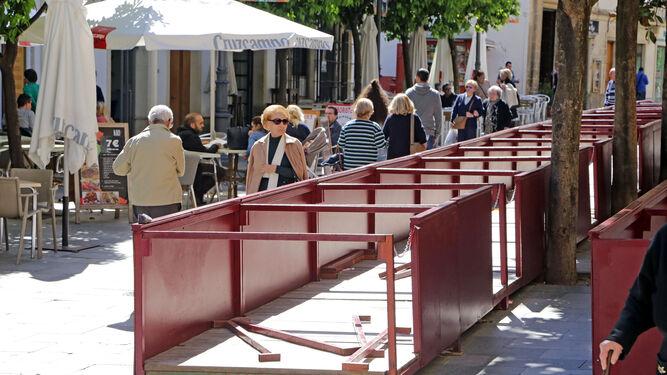 Estructura de los palcos a medio instalar en la calle Consistorio.