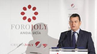 Antonio Sanz, delegado del Gobierno en Andalucía, presentó al conferenciante.