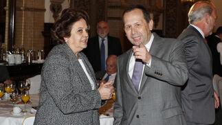 Carmen Castreño, primera teniente de alcalde del Ayuntamiento de Sevilla, con José Antonio Carrizosa.