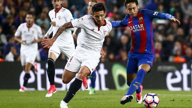 Kranevitter persigue al brasileño Neymar.