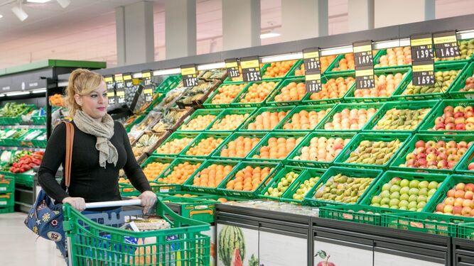 Sección de frutas y hortalizas de un supermercado de Mercadona.