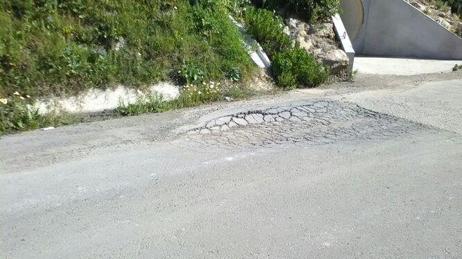 Imagen de uno de los socavones de esta vía.