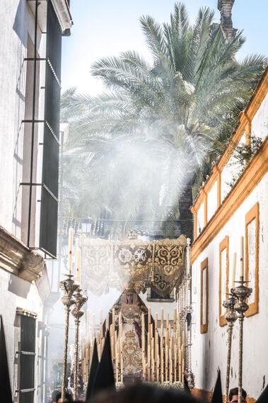 Madre de Dios del Patrocinio entra en Justicia y deja atrás las palmeras de la plaza del Mercado.