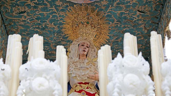 Primer plano de la Virgen de La Amargura, en su soberbio paso de palio.