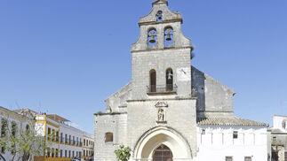Los devotos de Jesús de las Tres Caídas inundan ayer por la tarde la plaza de San Lucas.