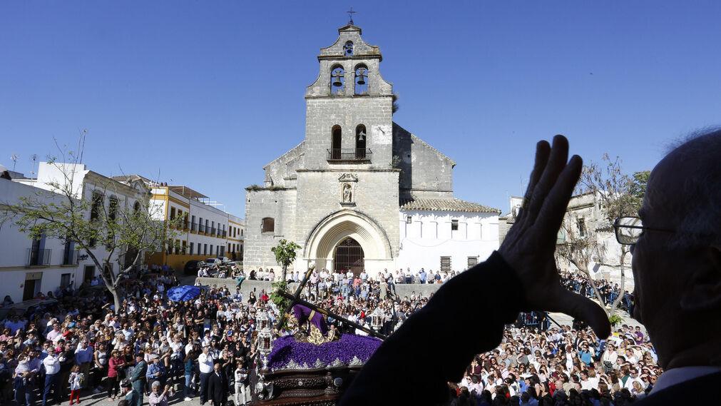 La saeta, ayer, sobrevuela San Lucas hasta llegar al Señor Caído.