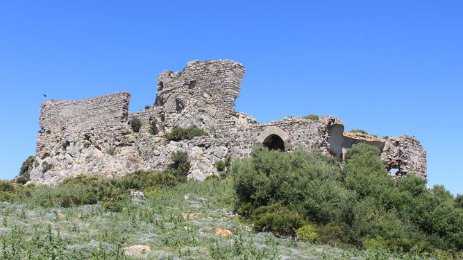 Ruinas del castillo de Torrestrella, en lo alto del cerro al que da nombre, muy cerca de Medina Sidonia.