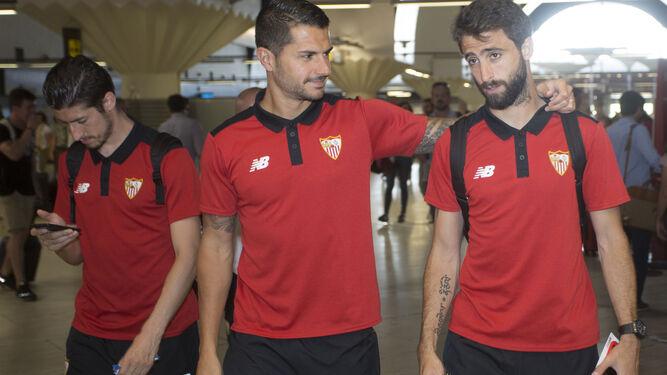 Vitolo en la salida del equipo a Valencia / J. C MUÑOZ
