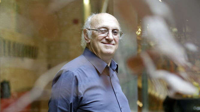 El escritor griego Petros Márkaris regresa de la mano del sello Tusquets a las librerías españolas.