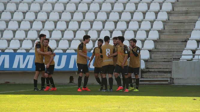 Parada, celebrando un gol en un desplazamiento con José.
