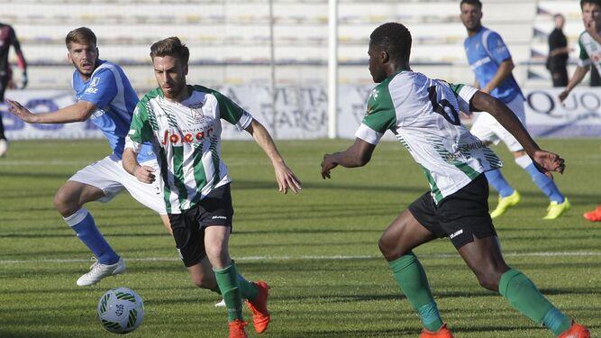 El centrocampista sanluqueño, en acción en San Fernando.