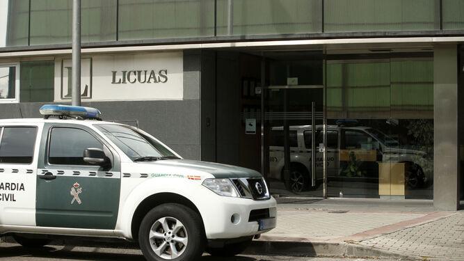 Agentes de la Guardia Civil registran la sede de la empresa Licuas en el marco de la operación Lezo.