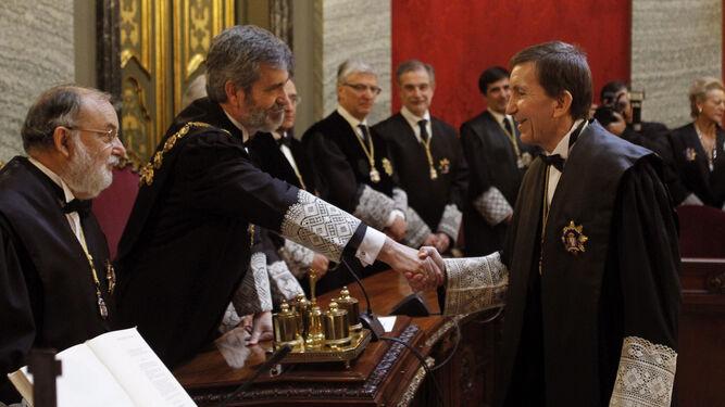 Manuel Moix , saluda al presidente de este Tribunal Supremo, en el acto en el que ha tomado posesión como nuevo fiscal jefe de la Fiscalía Anticorrupción.