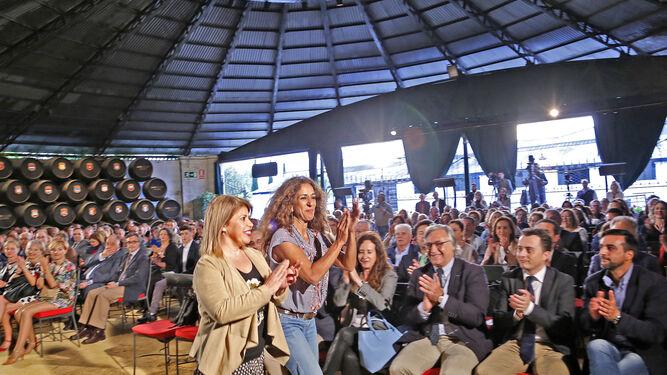 Mamen Sánchez y Rosario Flores, ayer en la presentación de la Feria del Caballo en González Byass.