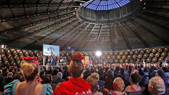 La fiesta por bulerías no faltó durante el transcurso de la presentación de la Feria.