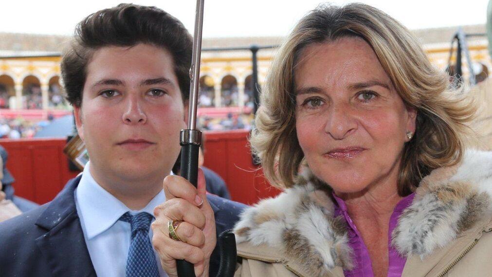 La ganadera Rocío de la Cámara con su hijo Fernando Álvarez Pickman.