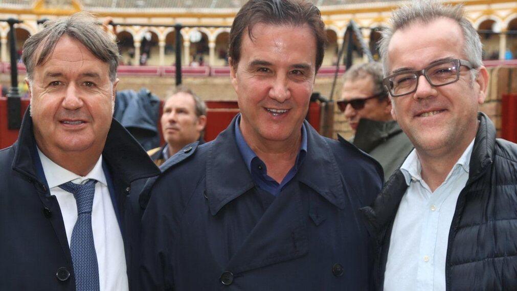 Doctor Martín, de Clínica Menorca, el periodista deportivo de Onda Cero José Ramón de la Morena e Ignacio Frauca.