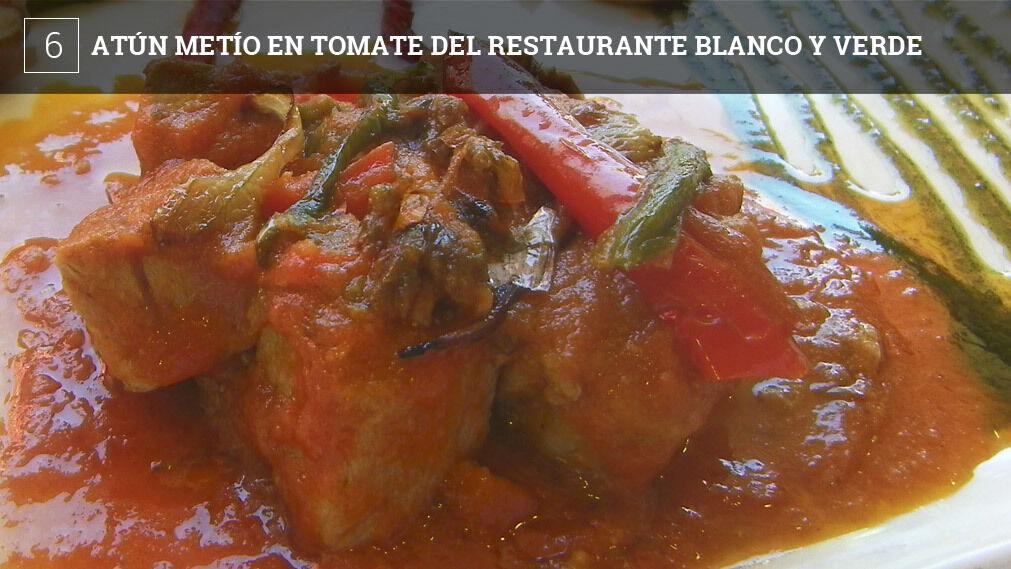 """Pistas para el fin de semanaTambién lo conocen en Conil como atún """"en fritá"""". La cocinera Antonia Moreno, una virtuosa de los guisos de cuchara, hace el tomate """"en lento"""" con pimientos y cebollas. Luego mete el atún lo justo, para que quede jugosito. Precio: 18 euros Dirección: Calle Rosa de los Vientos , Conil"""