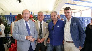 Ignacio Sánchez, Manuel Gómez, Manolo Conde junto con Benjamín Sánchez Quirós, director comercial de Diario de Jerez y Diario de Cádiz