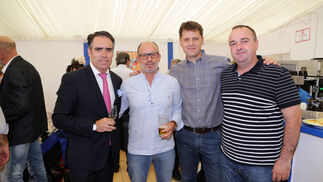 Juan Manuel Venega, Juan José Flor y David Sánchez, de las empresas Babyradio y Gestoflor, con Rafael Navas.