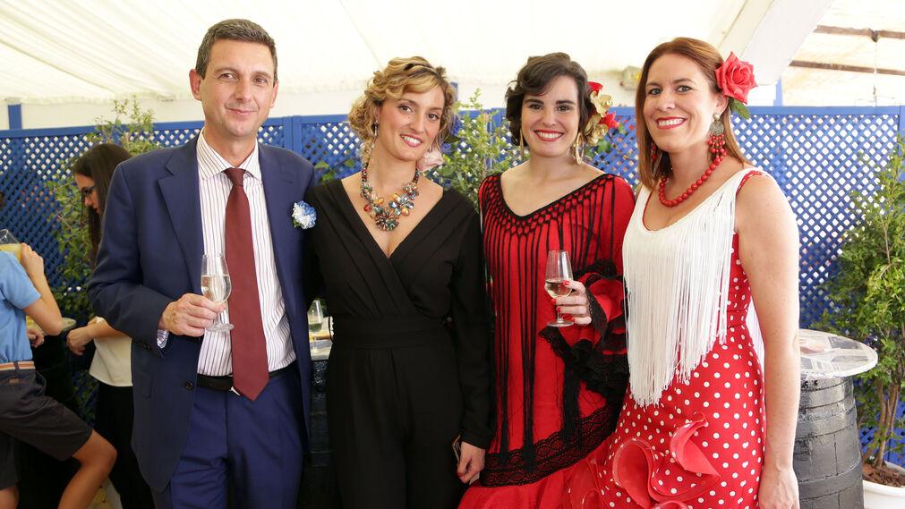 Miguel Berraquero, gerente de Diario de Jerez, con Teresa Macías, comercial de este medio, Rosa Pérez y Tatiana Chagoyen, de Tubesan.