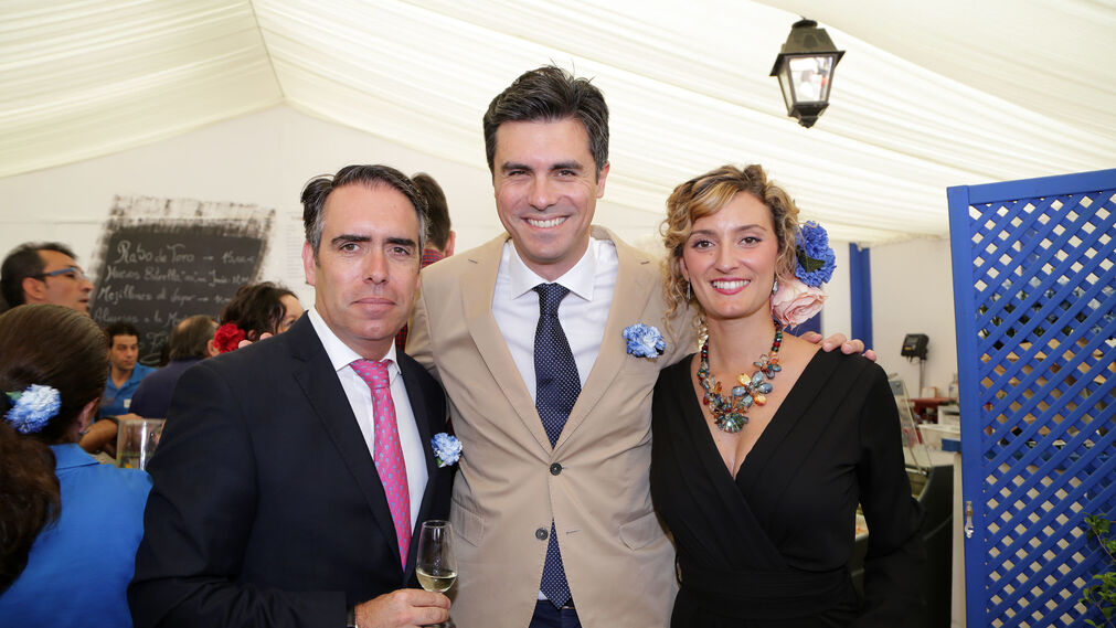 Rafael Navas, el empresario bodeguero Willy Pérez y Teresa Macías.
