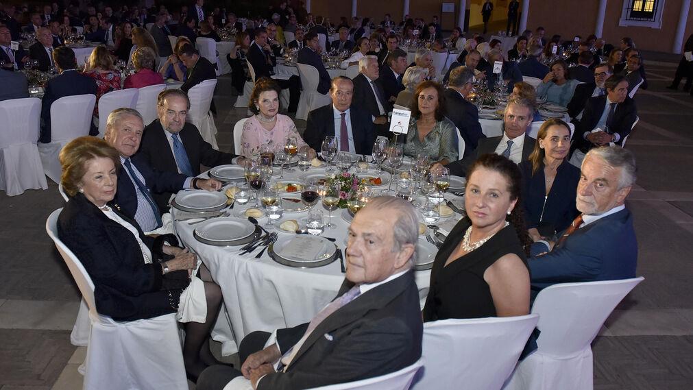 Pilar Crespi, José Ramón del Río, Antonio Burgos, Isabel Herce, Curro Romero, Carmen Tello, Alfredo Ribelles, Rosario Angulo, Francisco Trujillo y señora, y José Bohórquez.