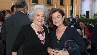 María Teresa Alvarado y Mercedes Clavero.