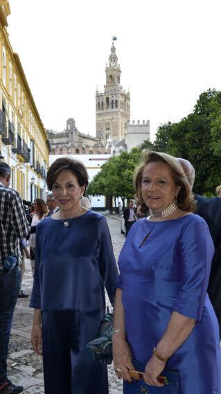 Quina Martínez de Salazar, junto a Concha Yoldi.