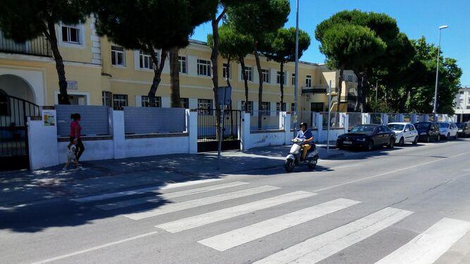 El paso de peatones de la avenida de Huelva, en Sanlúcar, donde tuvo lugar el atropello.