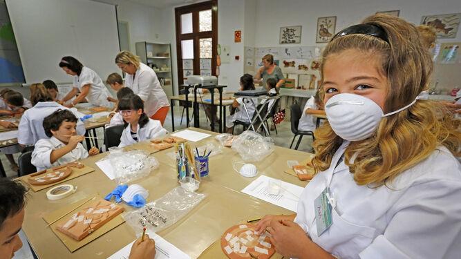 Imagen de los talleres de restauración que se están celebrando en el Museo Arqueológico
