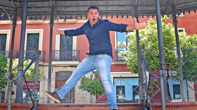 El cómico José Campoy, en la Alameda del Banco.
