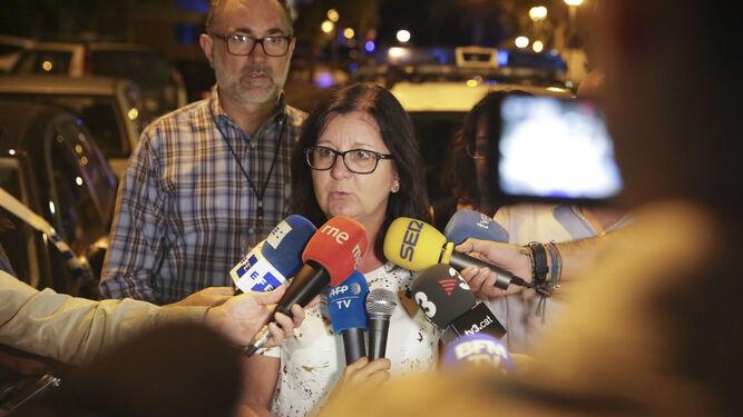 La alcaldesa de Cambrils atiende a los medios
