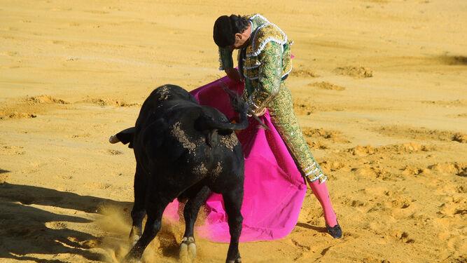 Se gustó Manuel Jesús El Cid en este remate de capote a su primero.